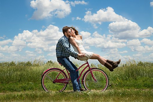 TOP 5  TIPS FOR A PERFECT FIRST DATE BY LOVETADKA