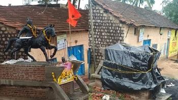 कर्नाटकमधील शिवाजी महाराज पुतळा प्रकरण: महाराष्ट्रात भाजप-शिवसेनेत आरोप-प्रत्यारोप