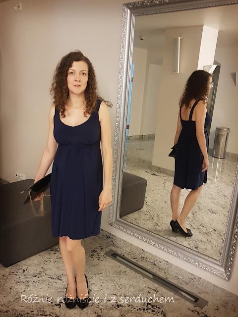 sukienka z profilu i tyłu