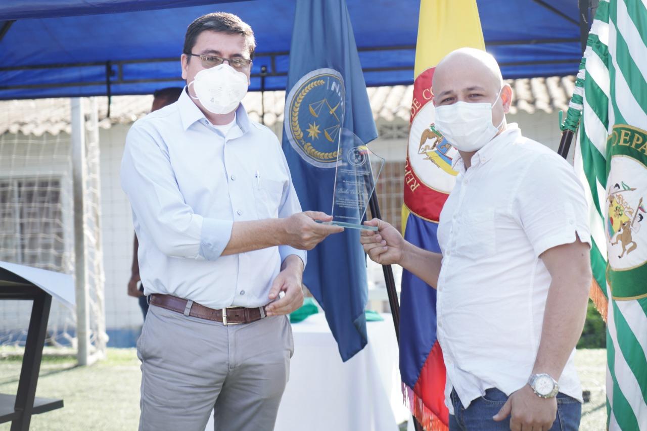 Edwin Carreño y su Moringa, reciben reconocimiento del INPEC