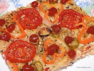Pizza de post cu legume taraneasca de casa cu blat pufos reteta traditionala dobrogeana retete culinare mancaruri cu legume ardei ceapa masline ciuperci rosii branza tofu vegetariana gustare mancare,