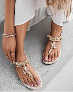 sandalias bajas planas de moda