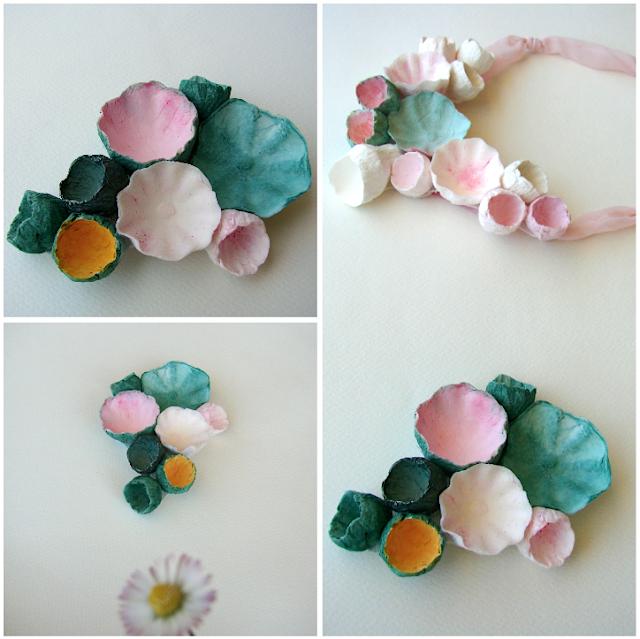 maxi collana e spilla con fiori di carta e tessuto, rosa, verde.