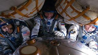 सोयुज यान में अंतरिक्ष यात्री - हिंदी 365