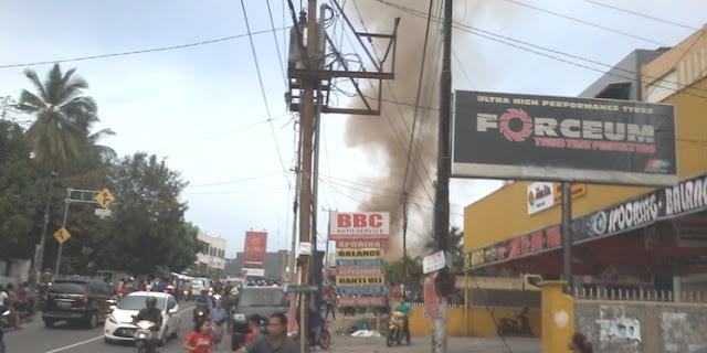 Kebakaran di Jalan Hangtuah, Si Jago Merah Melalap Toko Pakaian Jelang Buka Puasa