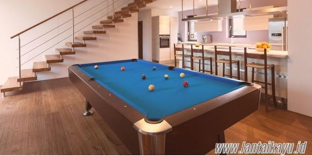 ide dekorasi ruang billiard - menggunakan lantai kayu solid