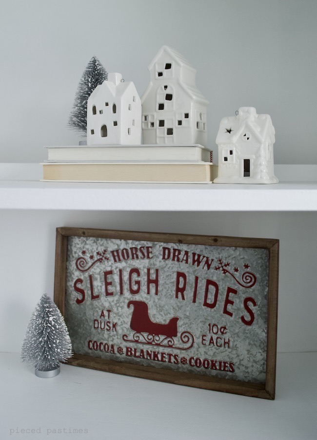 Minimalist Christmas Decor by Pieced Pastimes