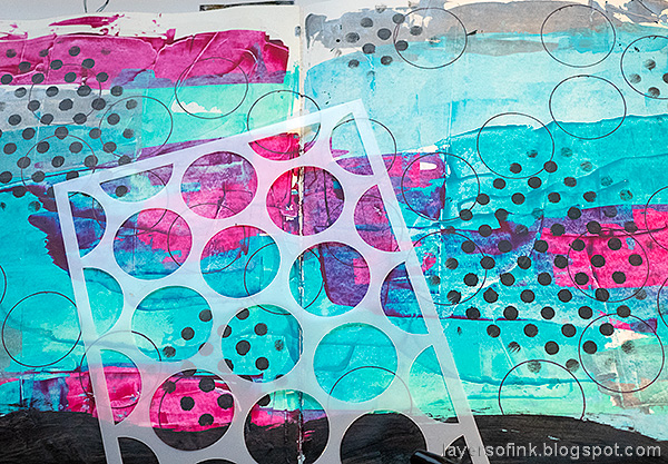 Layers of ink - 2020 art journal page tutorial by Anna-Karin Evaldsson. Draw circles with stencil.