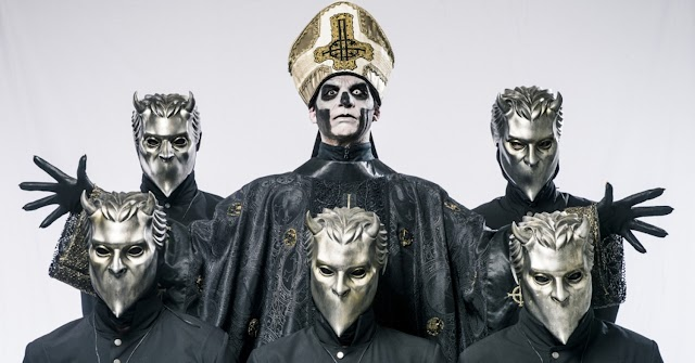 """Ghost lançam versão de """"Enter Sandman"""" dos Metallica"""