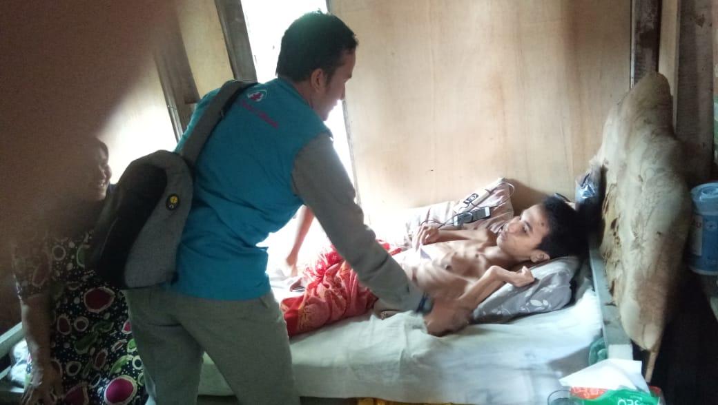 LPD Kota Lhokseumawe, kunjungi Remaja Miskin Penderita Luka Usus