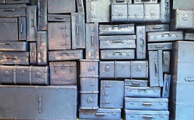 exilio y emigracion, equipaje del emigrante, la vida cabe en una maleta