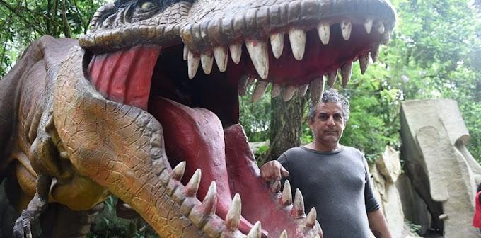 Artista plástico, natural de Pinhalão, transforma sua casa num 'Jurassic Park'