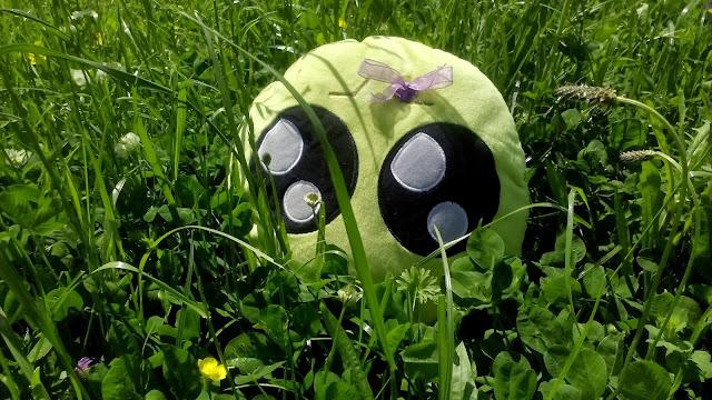 Mini-Fu entre hierba alta