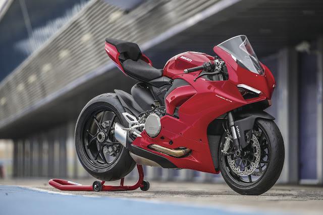 Ducati-Panigale-V2-2020-1