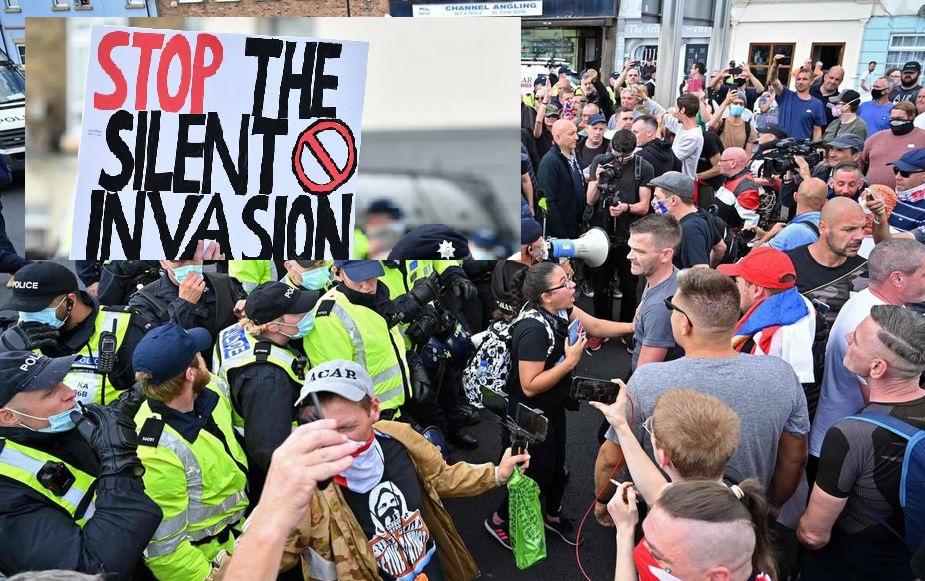 Royaume-Uni : manifestants pro et anti migrants se font face à Douvres