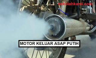 motor keluar asap putih