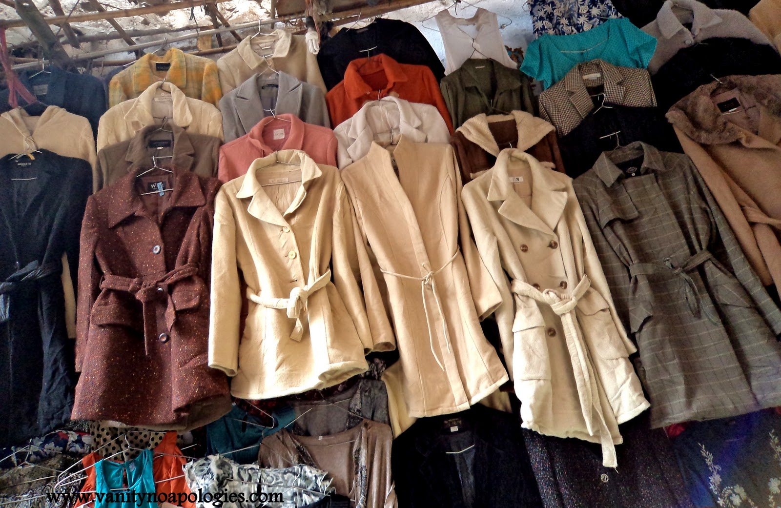 A Complete Low Down On Thrift Shopping - Sarojini Nagar