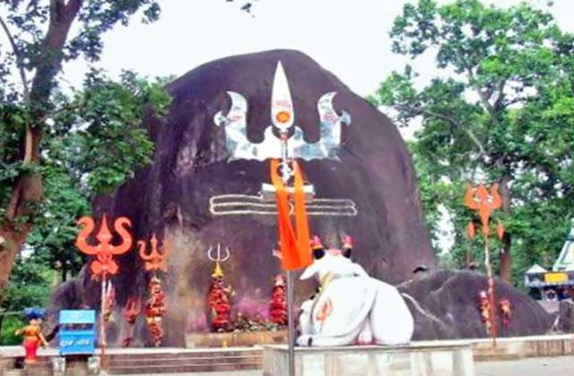 अनोखा शिव मंदिर! यहां हर साल बढ़ रहा शिवलिंग का आकार