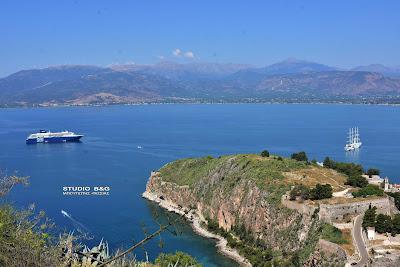 Δύο μεγάλα κρουαζιερόπλοια στον Αργολικό κόλπο αποβιβάζουν 2.000 τουρίστες στο Ναύπλιο (βίντεο)