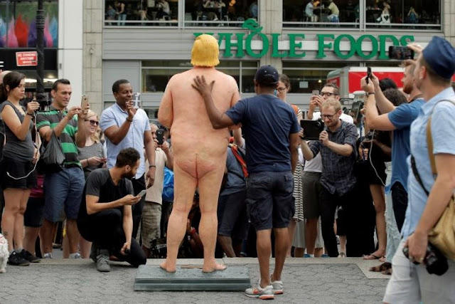 Alguien puso una estatua de Donald Trump desnudo enmedio de Nueva York