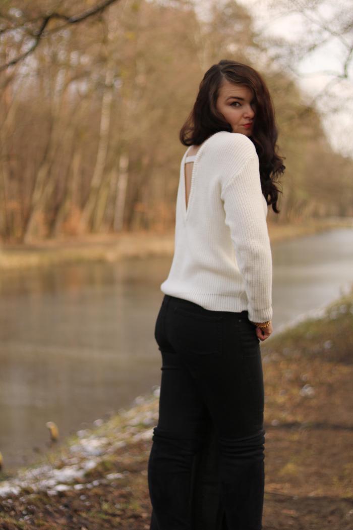 http://www.monikabregula.pl/2016/03/stylizacja-z-biaym-swetrem.html