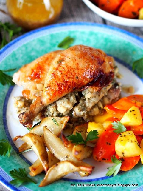 kurczę faszerowane ziemniakami, farsz ziemniaczany, nadzienie z ziemniaków, kurczak zagrodowy, jak wytrybować kurczaka, jak spiąć i zasznurować kurczaka