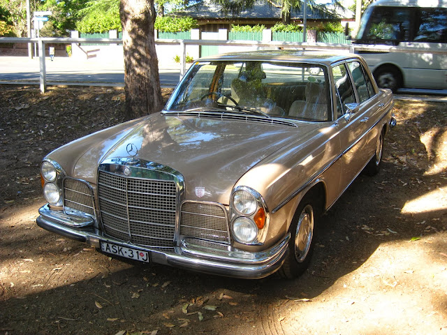 aussie old parked cars 1972 mercedes benz w108 280 se 3 5. Black Bedroom Furniture Sets. Home Design Ideas