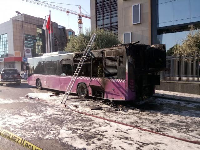 Üsküdar'da seyir halindeki belediye otobüsünde yangın.