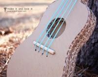 http://manualidadesparaninos.biz/como-hacer-una-guitarra-con-materiales-reciclables/