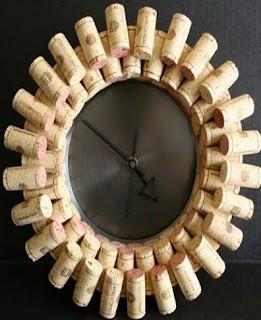 http://manualidadesdehogar.com/reloj-de-corcho/