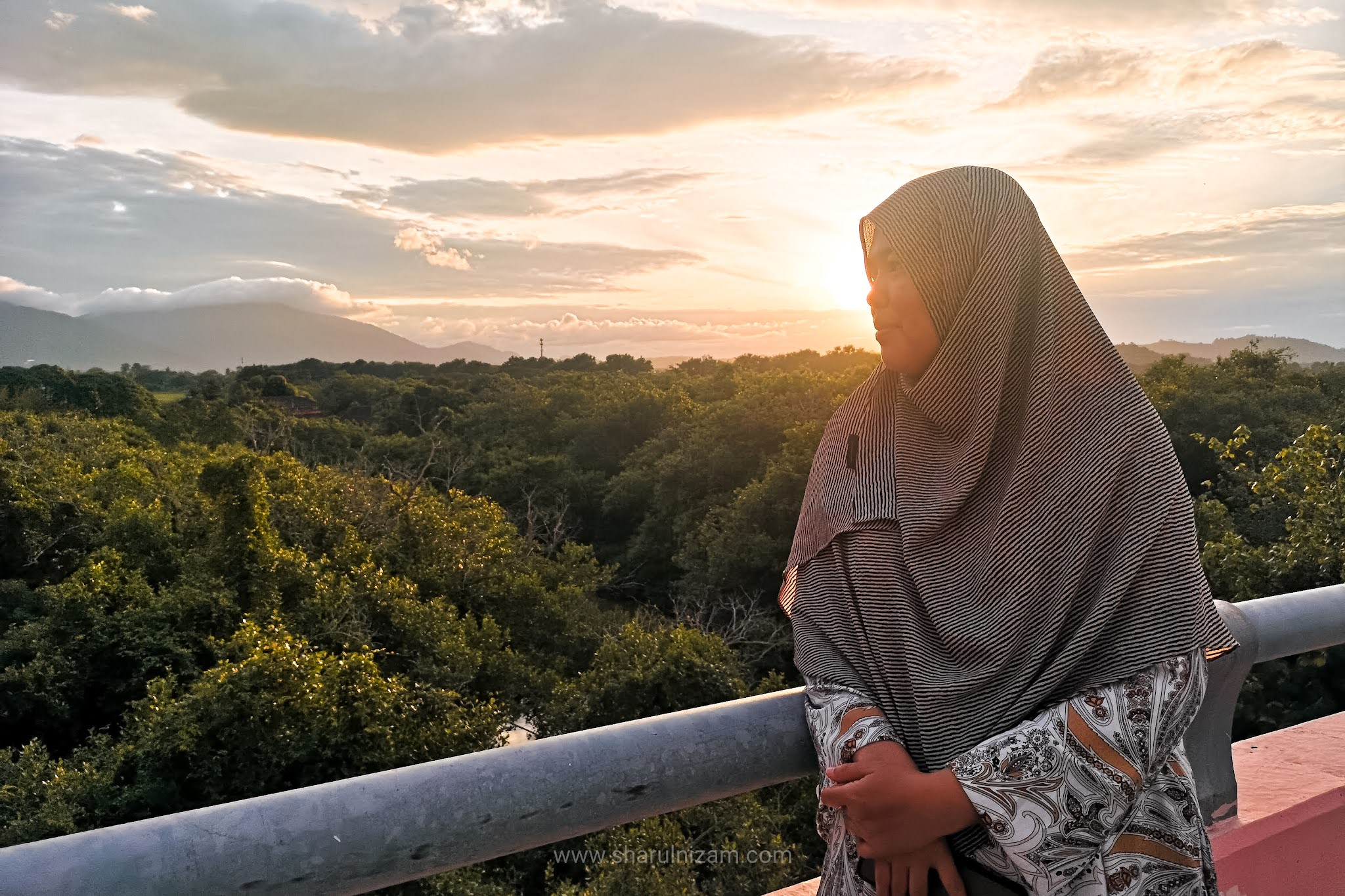 Menyambut Matahari Pagi Di Jambatan Kuala Muda, Langkawi