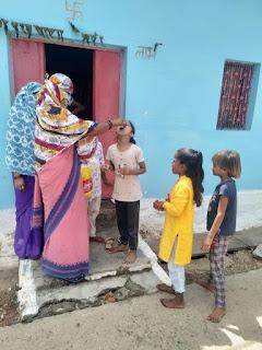 कार्यक्रम अंतर्गत बच्चों को खिलाई एल्बेंडाजोल की गोलियां