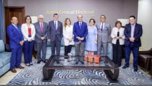 PRM visita la JCE y expresa su confianza en la institución