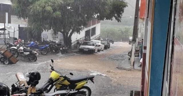 Choveu forte neste sábado, dia 04 de janeiro de 2020, em Piritiba-BA. Na região do Sítio Boa Vista, próximo ao povoado do Sumaré