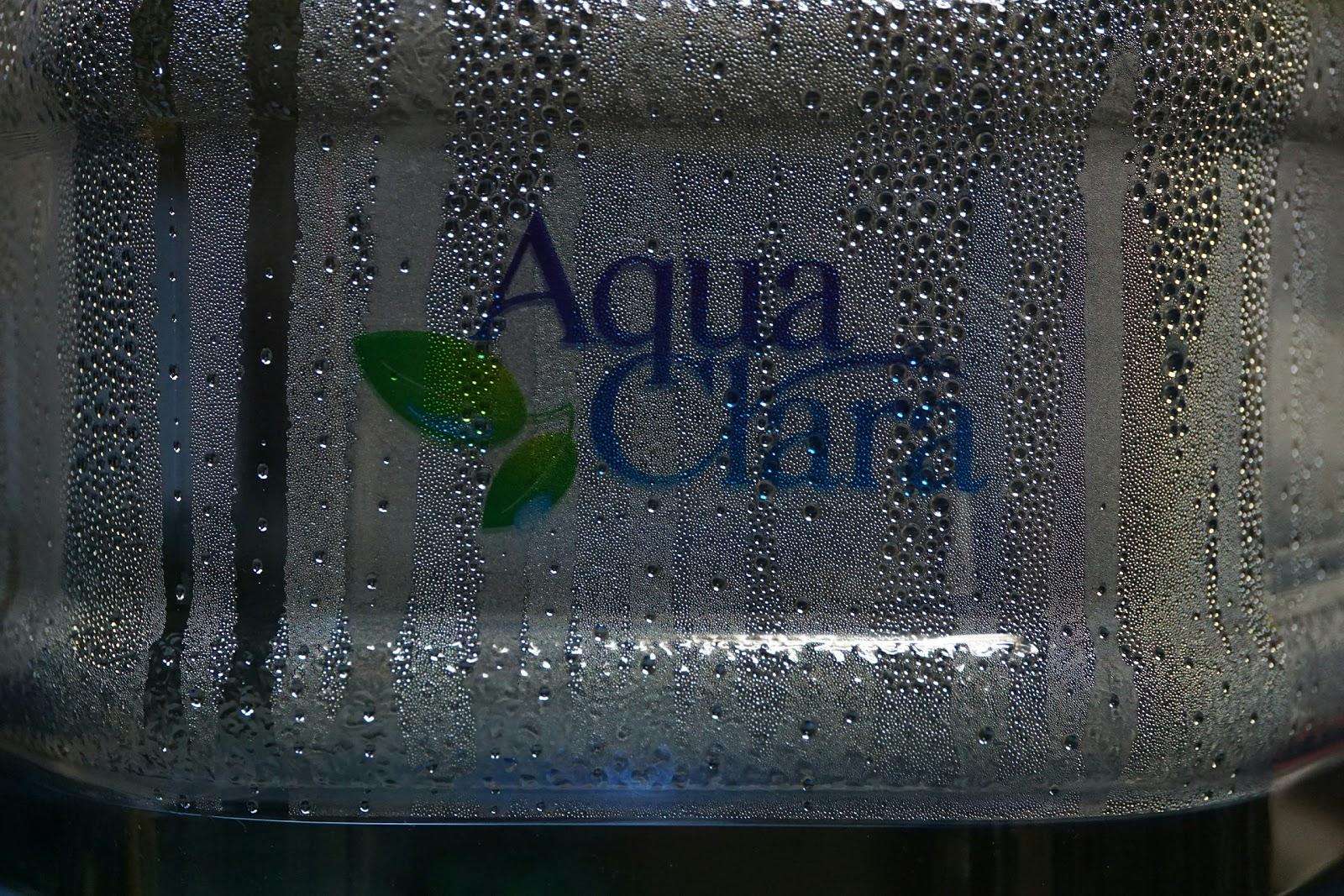 家に設置したウォーターサーバーのアクアクララ水のボトル