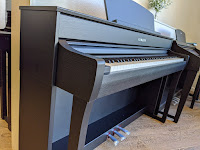 Yamaha CLP-745 digital piano