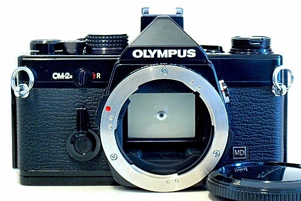 Olympus OM-2n, Front