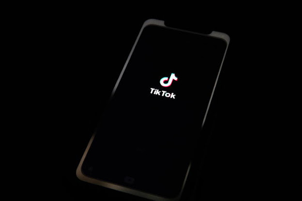 Cala Facebook, crescono TikTok e Telegram come fonte di informazioni