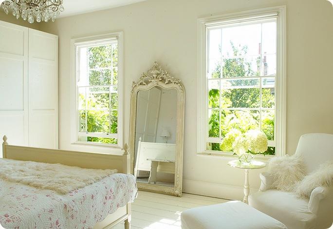 E tu di che colore vuoi dipingere le pareti for Camera da letto con divano