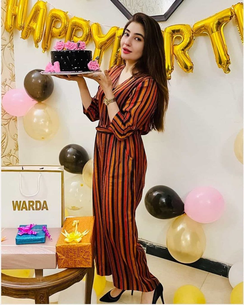 Mesmerizing Pictures of Pashto Singer Gul Panra on Her 31st birthday