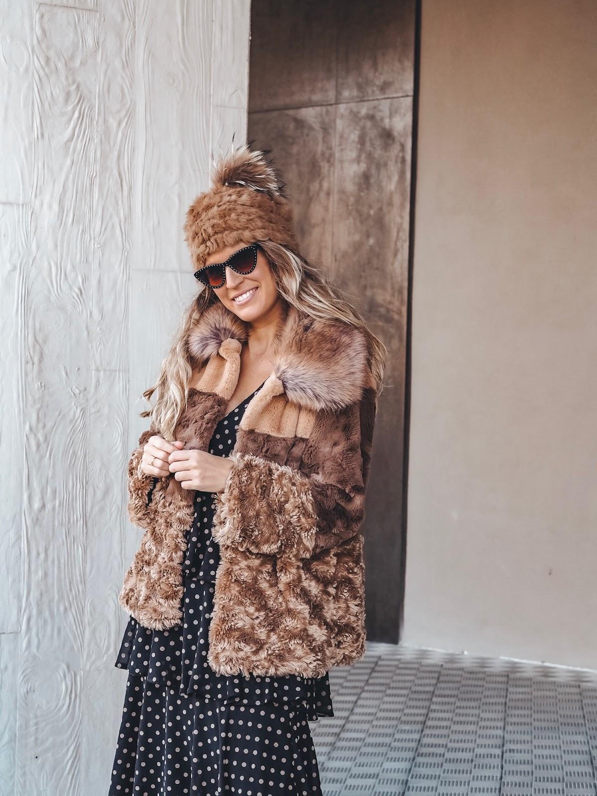 abrigo tipo peluche camel