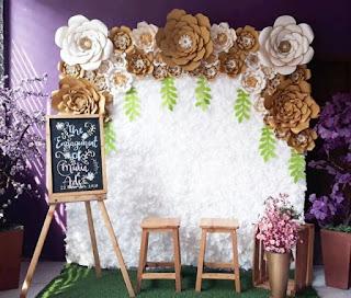 dekorasi backdrop lamaran modern untuk pasangan ter-hits