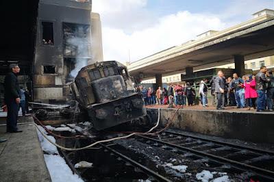 جثث متفحمة على رصيف 6.. ماذا حدث في محطة مصر؟ (فيديوهات وصور)