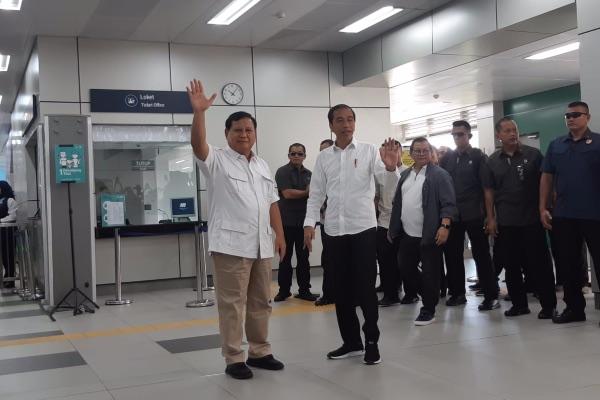 Stasiun MRT Lebak Bulus menjadi saksi pertemuan Joko Widodo (Jokowi) dan Prabowo Subianto di Jakarta Selatan, Sabtu (13/7/2019)
