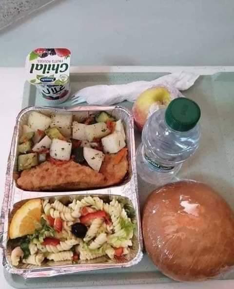 بالصور... وجبات المرضى في أقسام علاج كورونا بعد تدخل جلالة الملك محمد السادس......