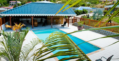Résidence Makaré Lagoon Club en Martinique, vue piscine et terrasse