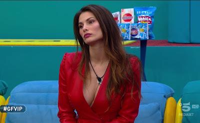 Dayane Mello giacca rossa Gfvip foto 19 febbraio