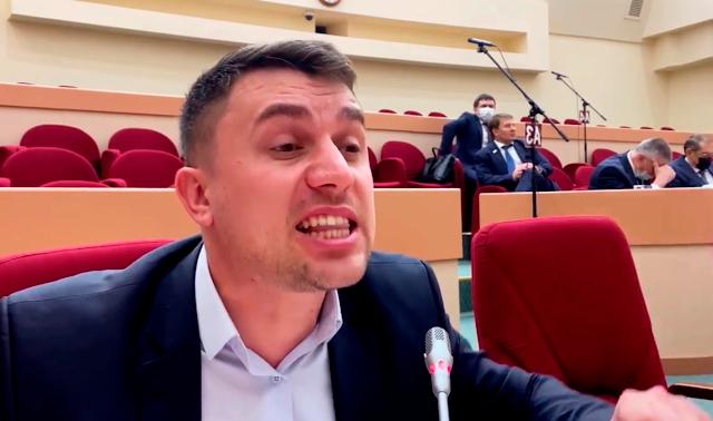 Такие пенсии депутат Бондаренко назвал геноцидом, поскольку выжить на эти деньги человек не в состоянии.