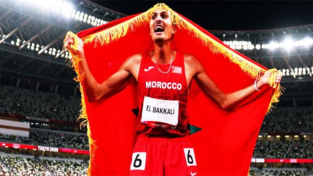 العداء سفيان البقالي يفوز بالميدالية الذهبية في سباق 3000 متر موانع