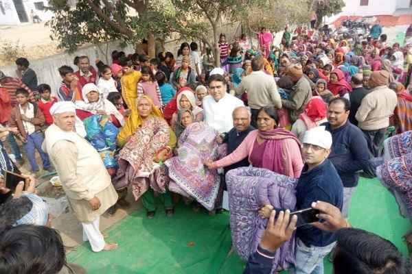 congress-leader-lalit-nagar-celebrate-makar-sankranti-with-poor